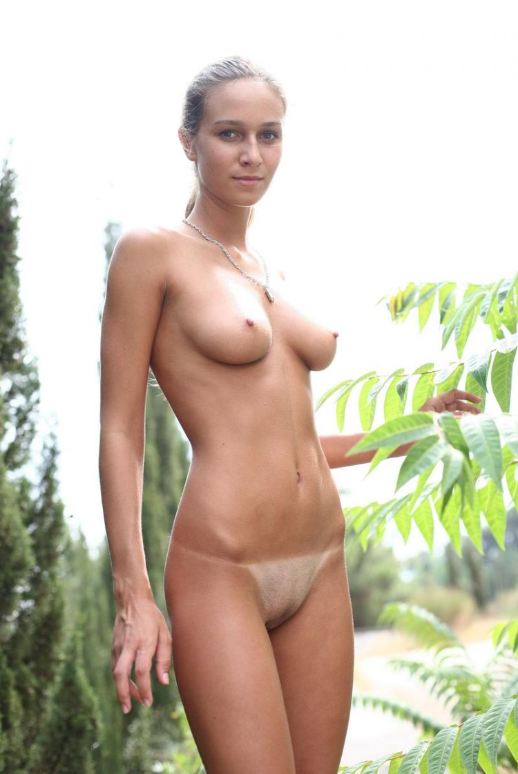 Искусное голое тело на прогулке