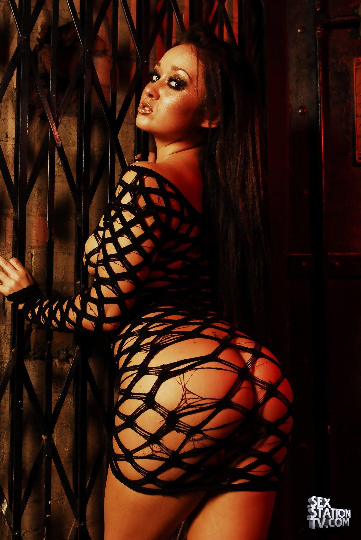 Фото красивые попки в прозрачном платье 27 фотография