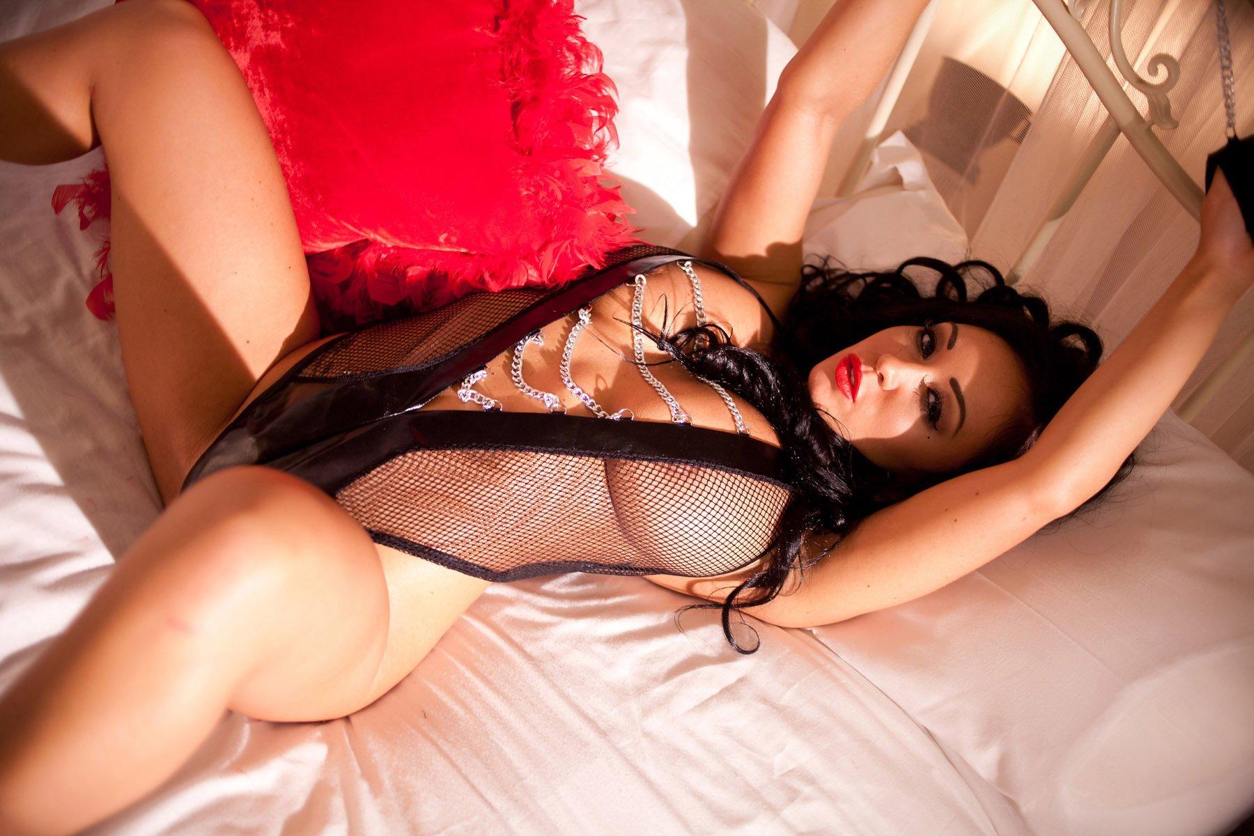 сейчас элитные проститутки брюнетки виной всему скученность