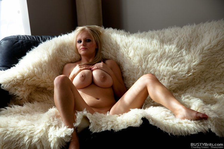 Большие натуральные сиськи сексуальной блондинки