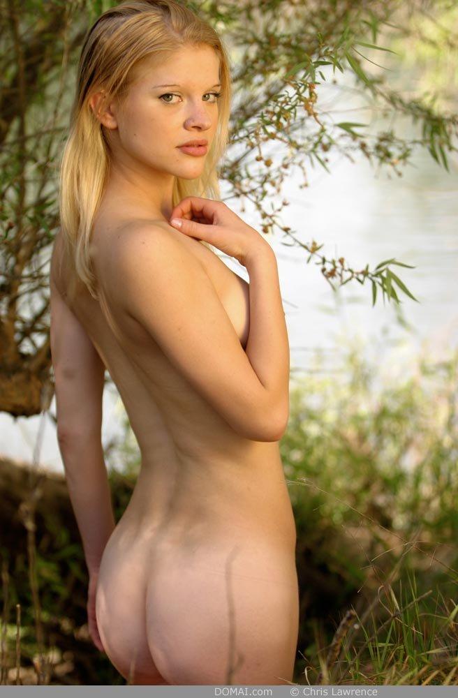 Упругая попка шикарной блондинки