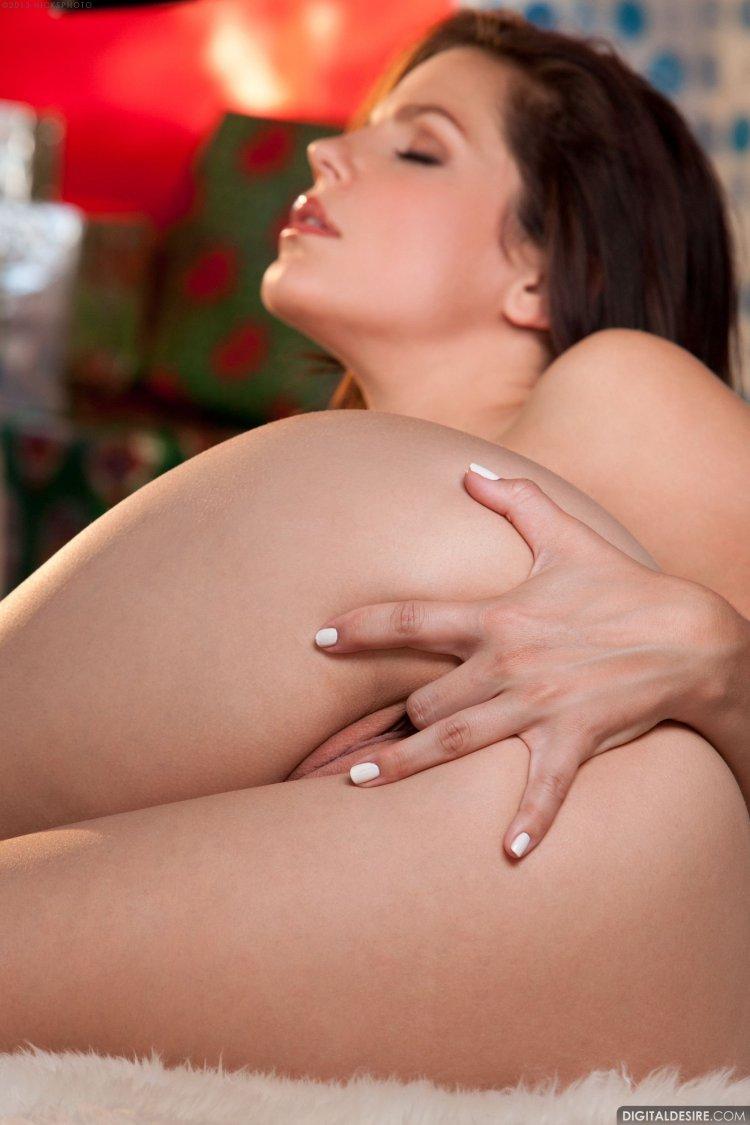 Сексуальные снимки веселой дамы