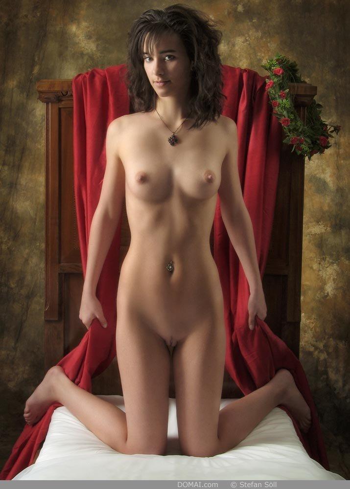 Безупречная девушка показала стройное тело