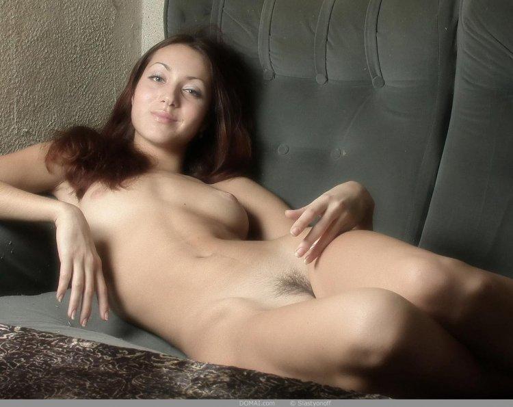 Прекрасная дама с волосатым лобком