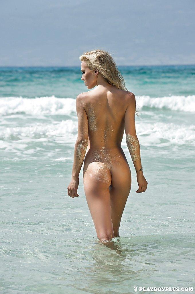 Обнаженные Красотки На Пляже