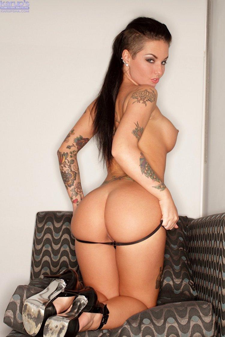 Распутная женщина с невероятно красивым телом
