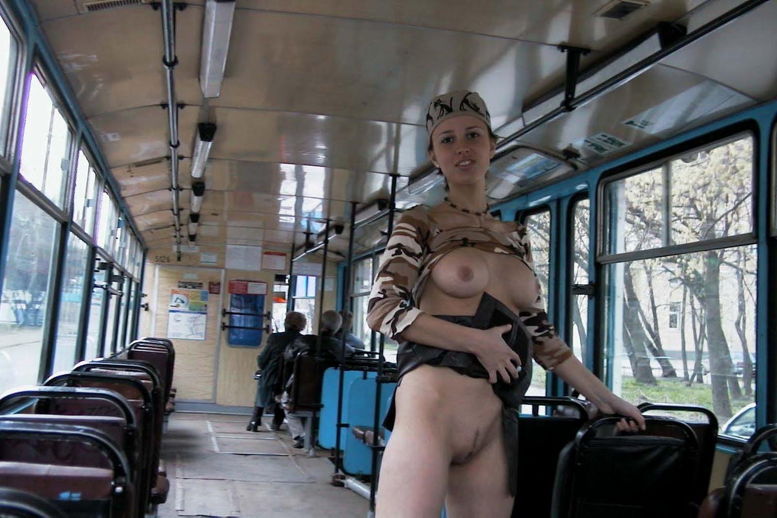 Пися Голая В Автобусе