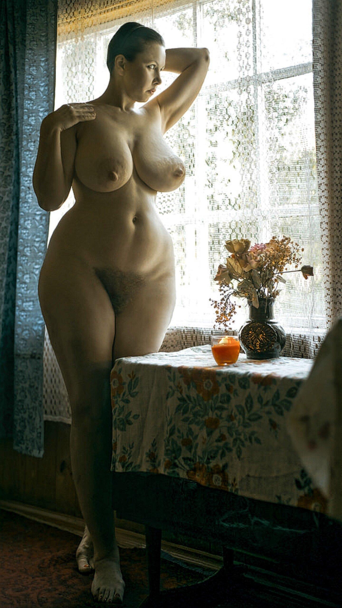 Разрешенные Фото Обнаженных Женщин С Широкими Бедрами