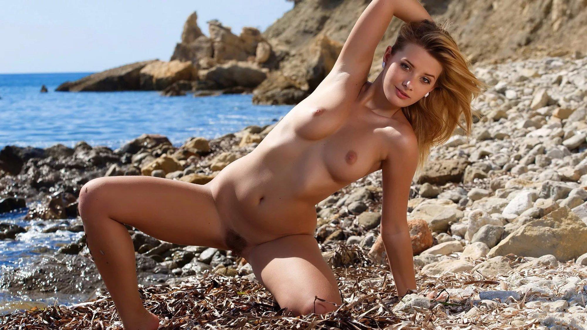 Голые Нудистки На Пляже