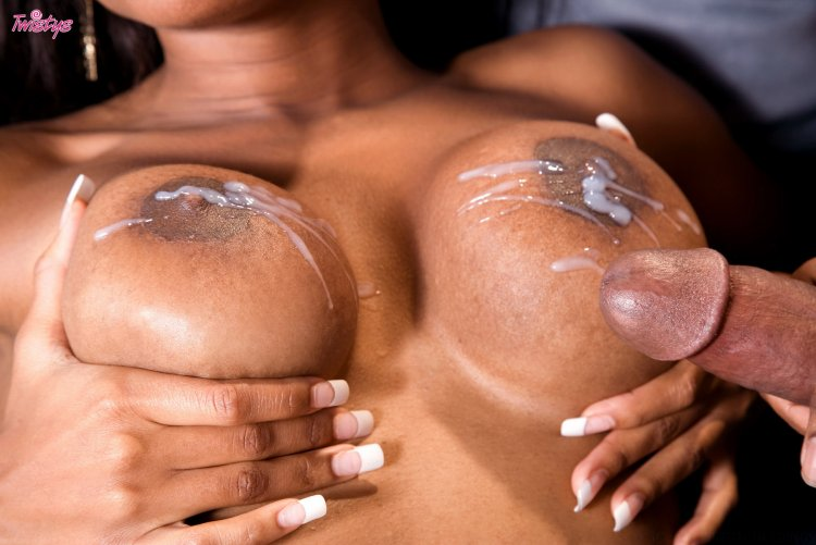 Упругие сиськи в сперме (60 фото)