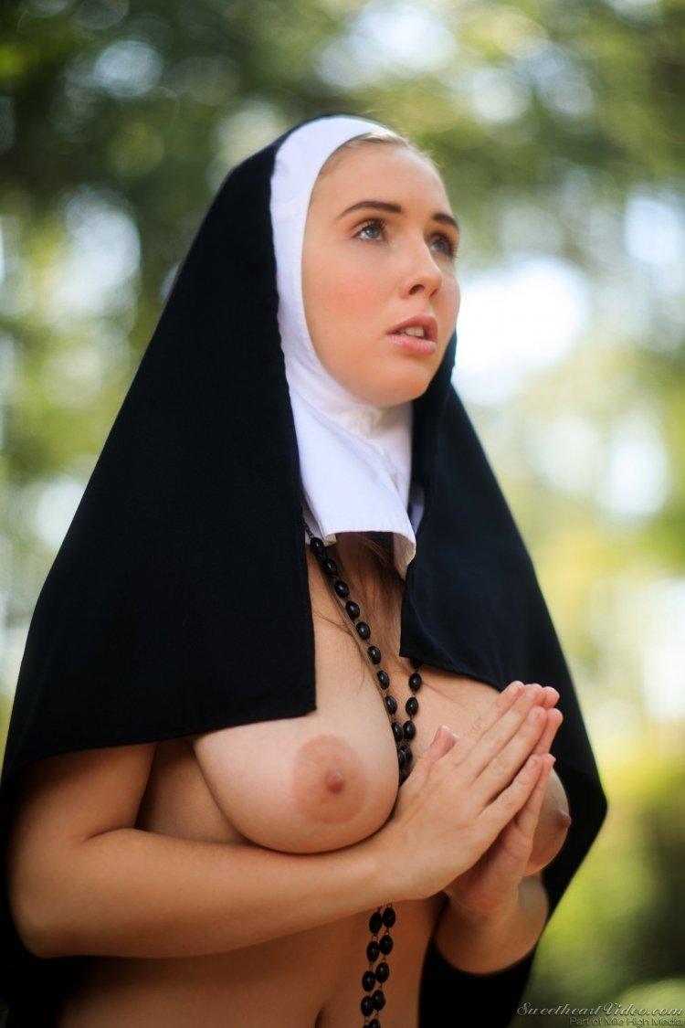 Сиськи монашек (48 фото)