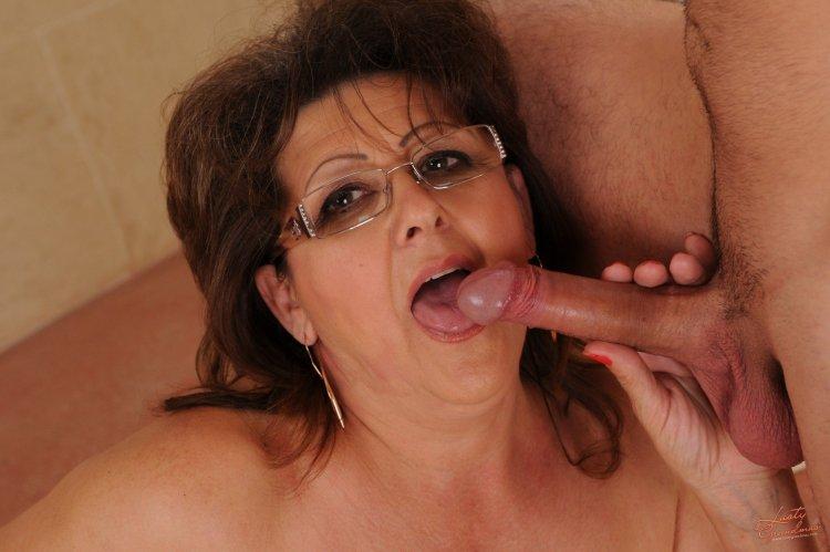 Порно со зрелыми в очках (37 фото)