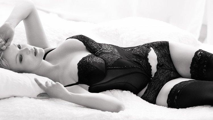 Сексуальные девушки в черном белье (45 фото)