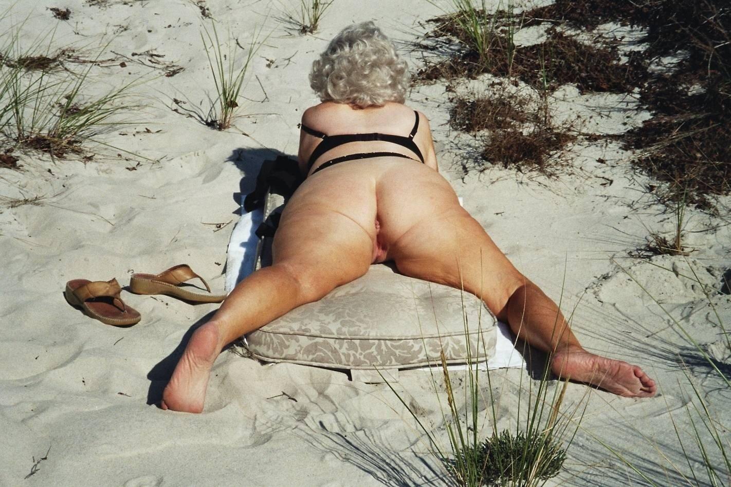 Порно Видео Бабули На Пляже