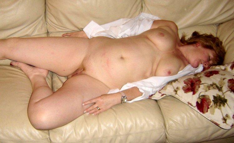 Зрелые пьяные дамы голышом (59 фото)