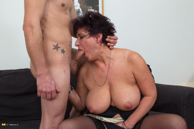 Трах с сексуальными тещами (40 фото)
