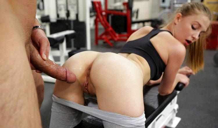 Порно с девками с большими сиськами в спортзале (37 фото)