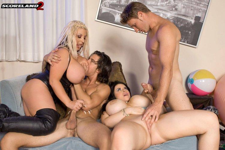 Секс с телками с большими сиськами в офисе (24 фото)