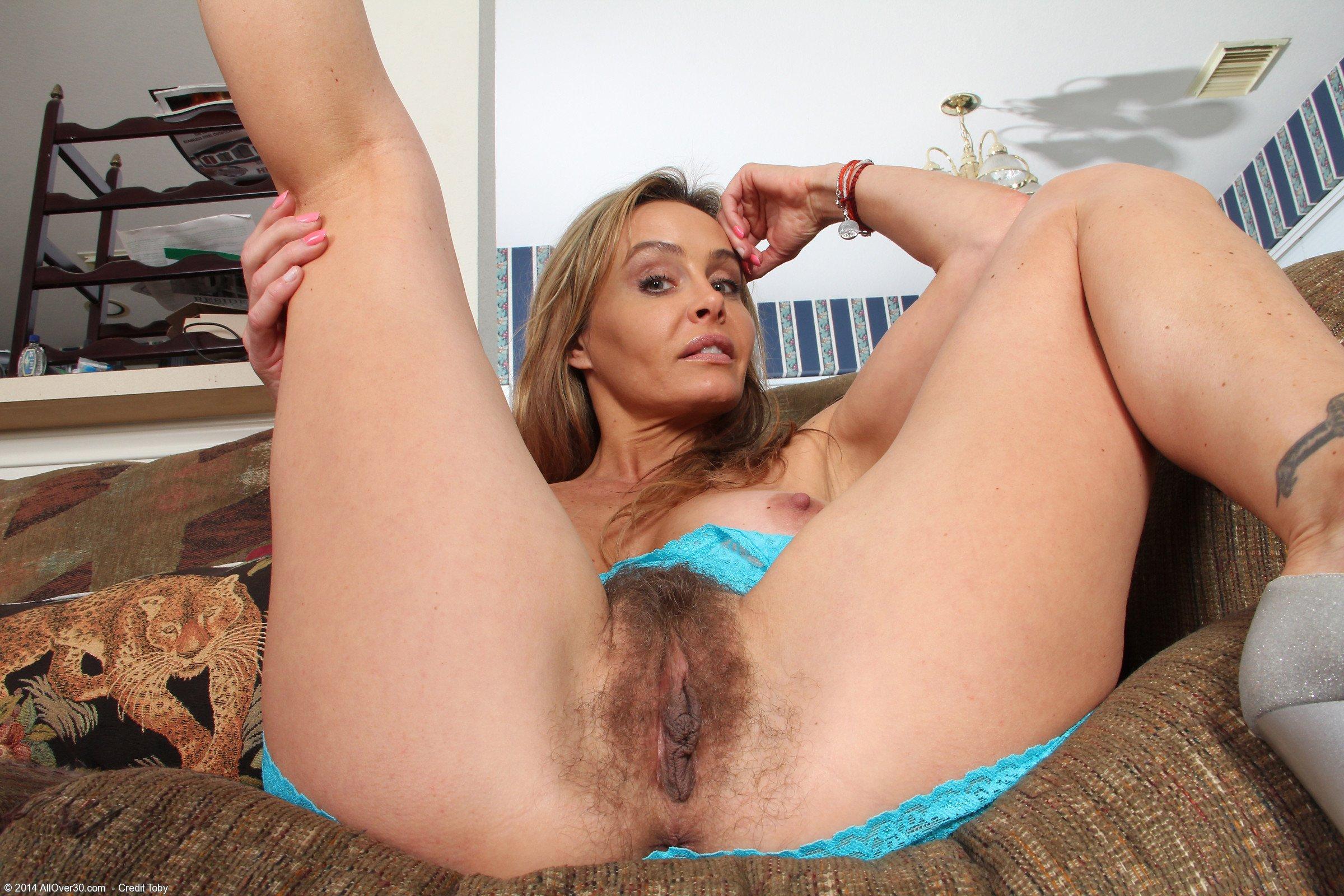 Горячие мамочки хвалятся своими прелестями порно фото бесплатно