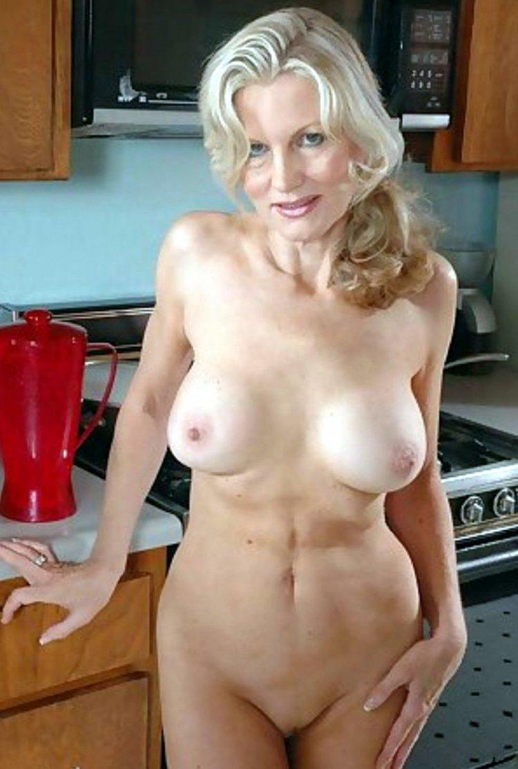 Голые женщины 50 лет (52 фото)
