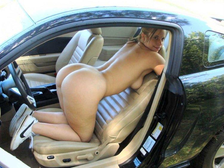 Голые телки за рулем (49 фото)