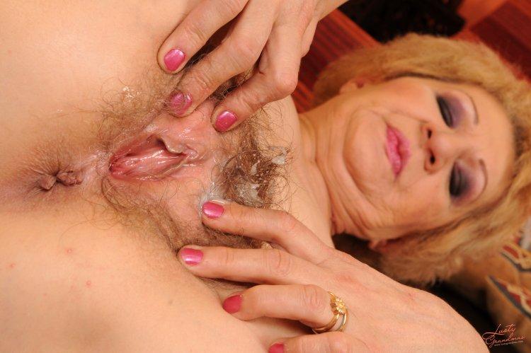 Лохматая вагина старух (49 фото)