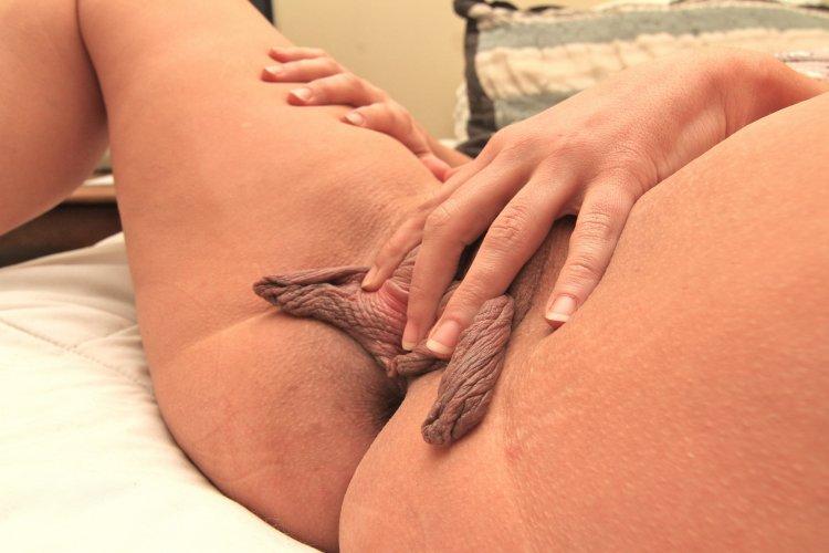 Торчит клитор женских писек (45 фото)