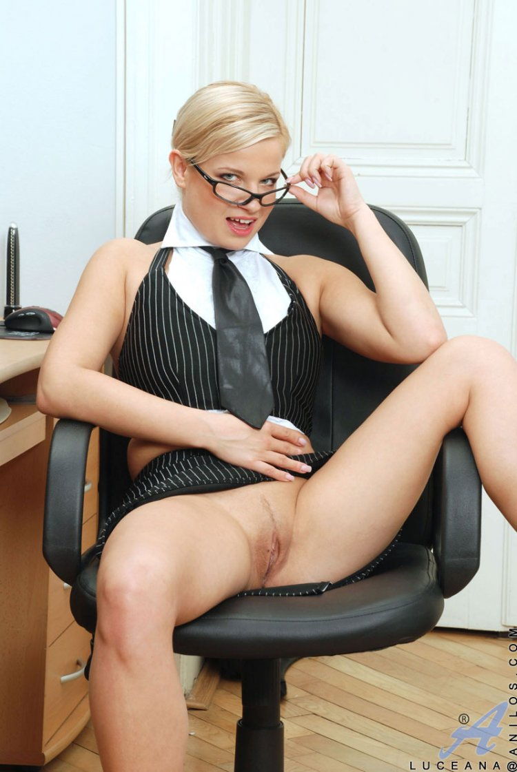 Голые бизнес леди (37 фото)