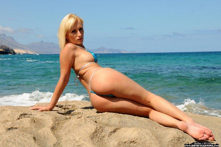Пляжные телки (44 фото)