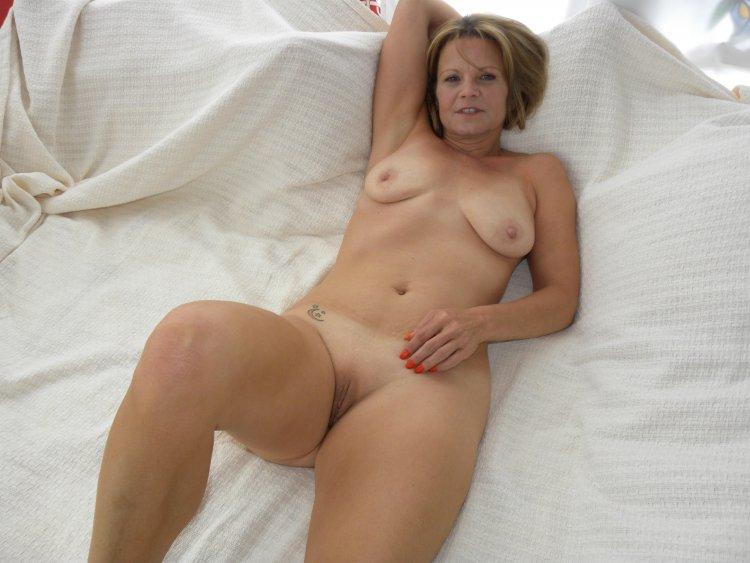 Зрелые голые женщины (63 фото)