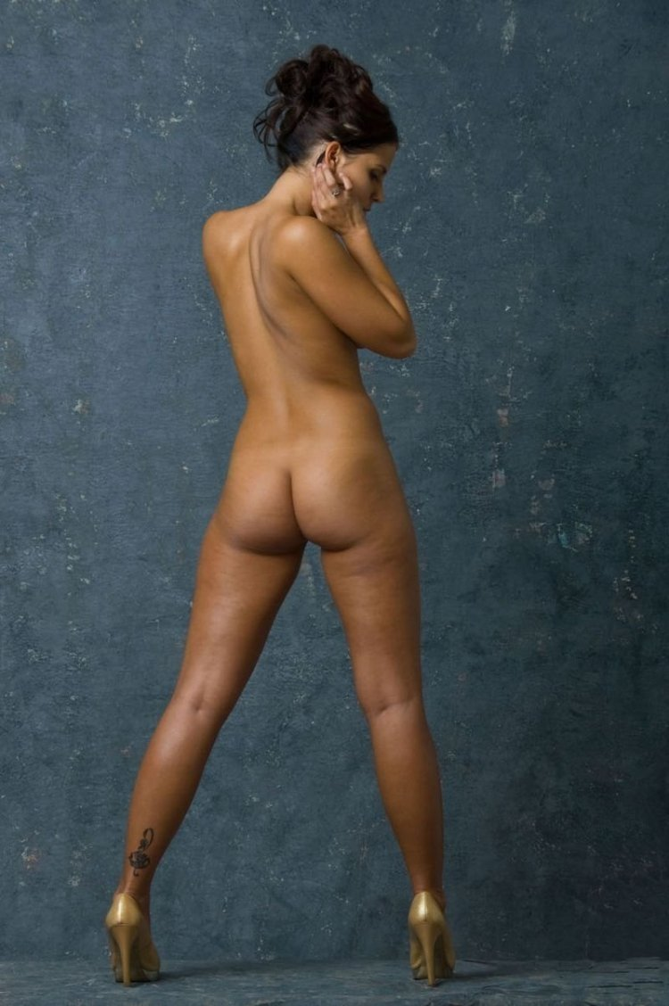 Голые девушки с широкими бедрами (64 фото)