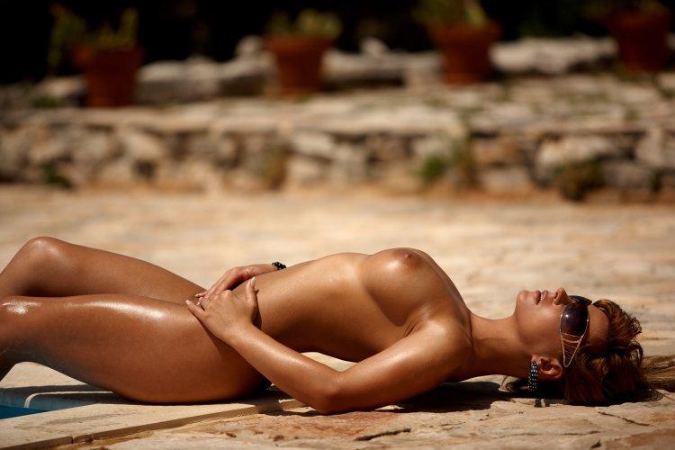 Загорелые голые девушки (64 фото)