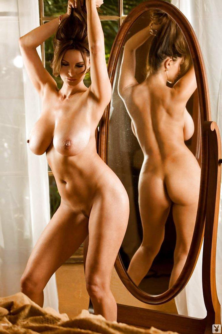 Голые девушки в теле (63 фото)