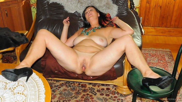 Сексуальные голые тетки в доме (62 фото)