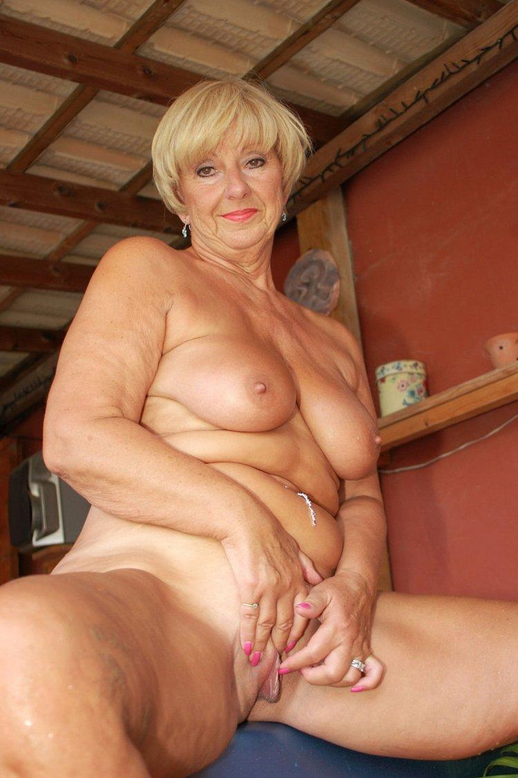 Голые дамы за 60 (64 фото)
