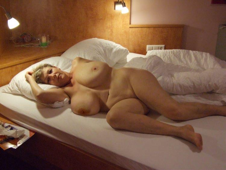 Милфы в постели (82 фото)