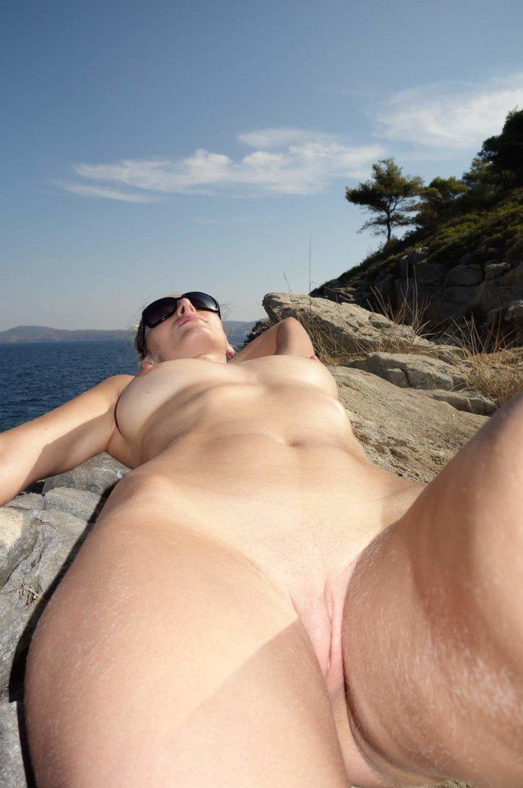Жопастые бабы на пляже (81 фото)