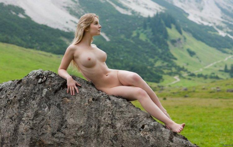 Голышом в горах (61 фото)