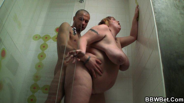 Голые толстые бабы в душе (69 фото)
