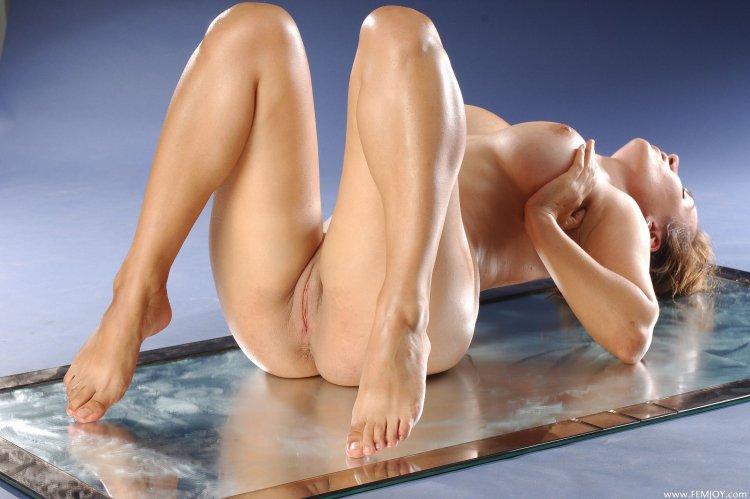 Голые девушки с красивыми телами (69 фото)