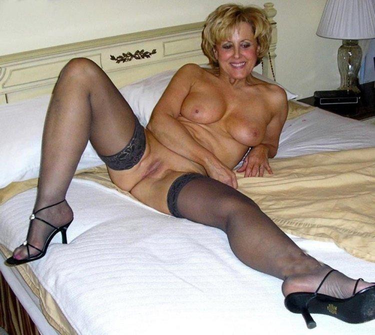 Красивые голые женщины в возрасте (67 фото)