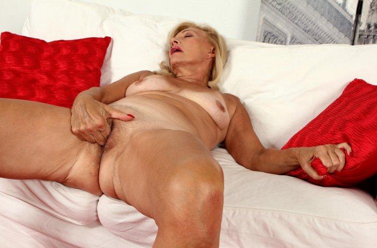 Голые пожилые женщины (69 фото)