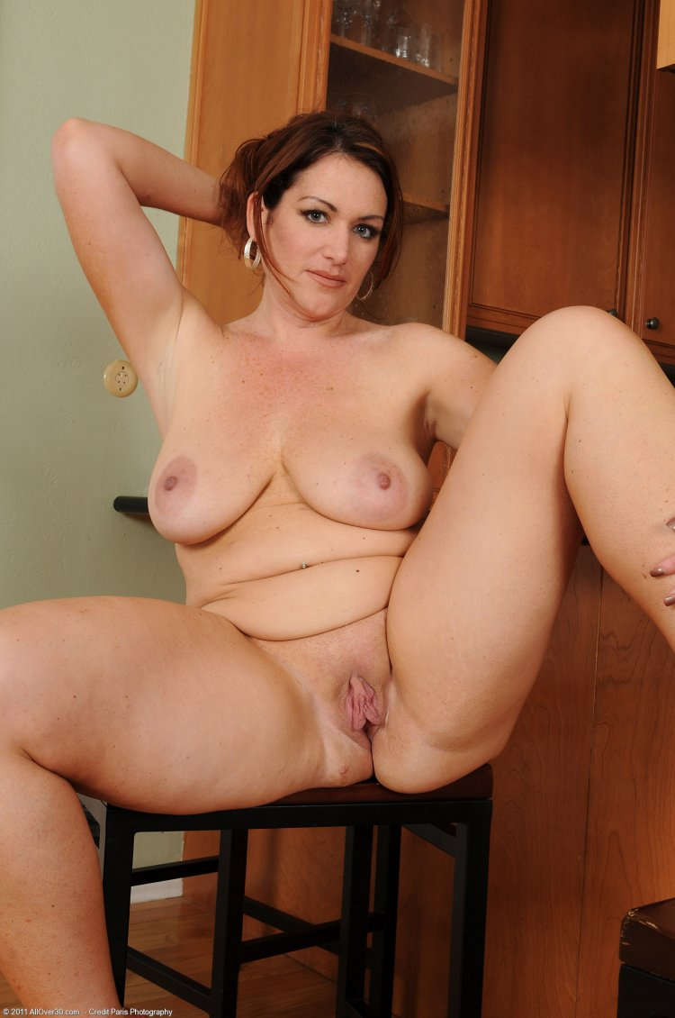 Взрослые голые женщины (69 фото)