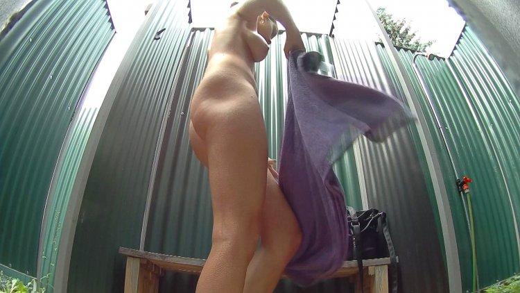 Голые бабы в кабинках (74 фото)