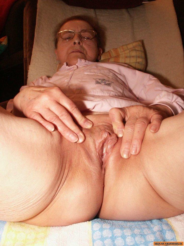 Бабки с голыми влашалищами (80 фото)