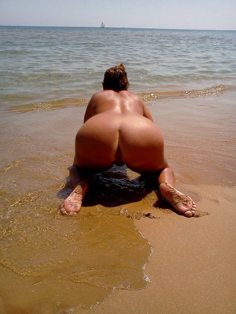 Попки бабушек на пляже (80 фото)