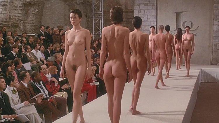 Секс на подиуме (82 фото)
