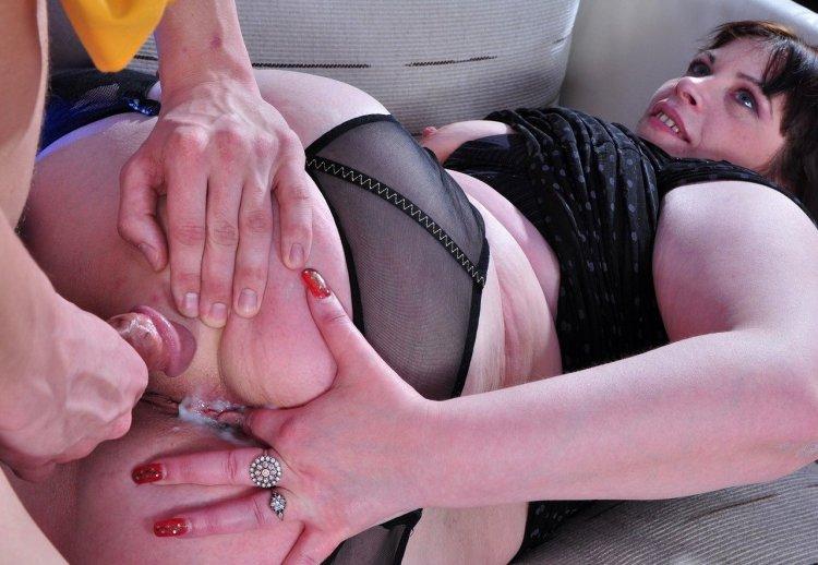 Анальный секс с мамашами на работе (83 фото)