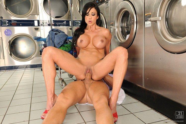 Секс в прачечной (81 фото)