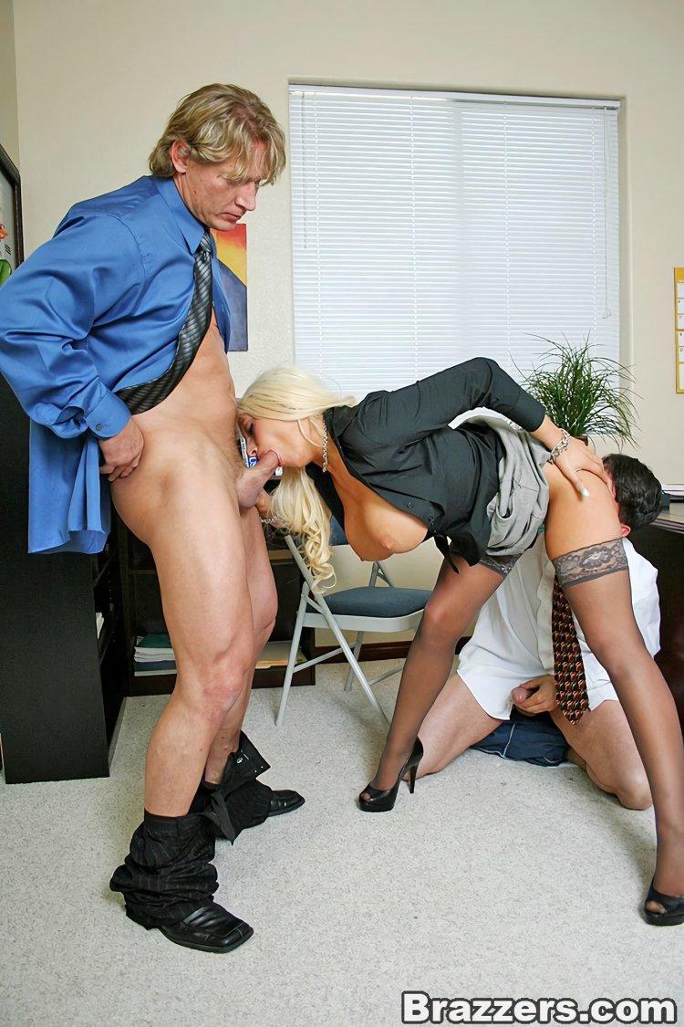 Секс с секретаршами в одежде (83 фото)